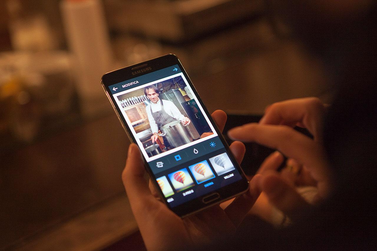 special glue milano agency pubblicit adv agenzia lavori samsung luxury photo foto shooting scatto filtri mobile